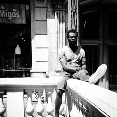 """He visto las ciudades de muchos hombres, y he aprendido sus costumbres"" (organiq) Tags: barcelona blackandwhite espaa blancoynegro de photography spain europe african catalonia catalunya immigrants inmigrantes catalua blancinegre  espanya blancetnoir ulises  odissea schwarzweisfotografie   strasenfotografiefotografa callestreetstraserueruacarrercallestreet"