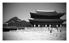 Gyeongbokgung, Seoul (bengod3) Tags: city travel blackandwhite mountain holiday history beauty mono asia noir royal palace korea seoul backdrop southkorea