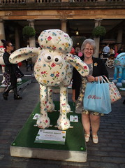Shaun In The City - Covent Garden (Bad Wolf Babe) Tags: coventgarden cath cathkidston 2015 shaunthesheep kidston shauninthecity