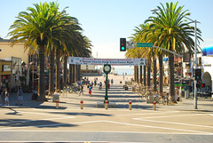 HB-Pier-Plaza
