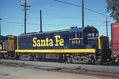 ATSF U25B 1614 in a freight stopping at Chillicothe, Illinois to change crews on October 7, 1966 (railfan 44) Tags: santafe atsf