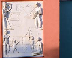 Gemeindebau (Wolfgang Binder) Tags: vienna wien house building art architecture zeiss nikon kunst skulptur relief grn planar rotgrn guesswherevienna guessedvienna gemeindebau planart1450 d7000