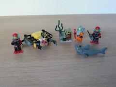 LEGO 60091 LEGO CITY 2015 Deep Sea Starter Set (Totobricks) Tags: city set shark treasure lego starter howto instructions diver build deepsea scubadiver deepseastarterset totobricks lego60091 remotesub