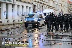 Proteste gegen Neonaziaufmarsch in Leipzig - Sdvorstadt - Connewitz - 12.12.2015 - Leipzig - le1212 IMG_8372 (PM Cheung) Tags: leipzig demonstration sachsen proteste sdvorstadt hooligans npd neonazis barrikaden csgas wasserwerfer nationalismus schlagstock krawalle rassismus naziaufmarsch gegendemonstration connewitz trnengas ausschreitungen sternmarsch sdplatz htwk rumpanzer christianworch karlliebknechtstrase pmcheung pomengcheung lotharknig facebookcompmcheungphotography dierechte pegida legida mengcheungpo silviorsler 12122015 leipzigconnwitz thgida offensivefrdeutschland leipzigbleibtrot protestfrfriedenundvlkerfreundschaft davidkckert gegenlinkenterrorunddielinkediktatur le1212