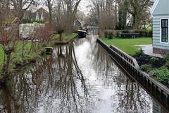 Sloot in de tuin, Zuiderwoude (Jeroen Stroes Photography) Tags: kanaal tuin noordholland gracht dutchvillage watertuin zuiderwoude aanlegsteiger achteruin