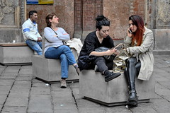 [ Ordinaria alienazione - Ordinary alienation ] DSC_0771.2.jinkoll (jinkoll) Tags: people street streetphotography gals girls wear perspective square bologna composition old town city society isolation alienation girlfriends jeans leather bricks sit seat sitting seated