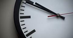 """Das Ziffernblatt. Die Ziffernblätter. Das Ziffernblatt einer Uhr. Man sieht auch den Stundenzeiger, Minutenzeiger und Sekundenzeiger. • <a style=""""font-size:0.8em;"""" href=""""http://www.flickr.com/photos/42554185@N00/33134747846/"""" target=""""_blank"""">View on Flickr</a>"""