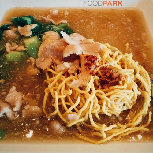 หมี่กรอบราดหน้าหมูนุ่ม #thaifood #noodle #centralfestivalchiangmai #foodhall #chiangmai #thailand #VSCOcam