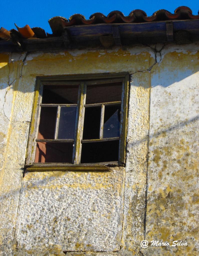 Águas Frias (Chaves) - ... janela virada para o sol de outono ... (2007)