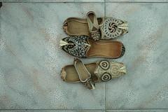 scarpe (Parto Domani) Tags: shoe shoes dubai handmade united traditional uae arabic east emirates arab afghan oriente middle peninsula medio uniti scarpe arabi scarpa arabica afgan penisola emirati