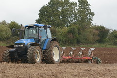 New Holland TM155 Tractor with a Kverneland 5 Furrow Plough (Shane Casey CK25) Tags: new holland tm155 tractor kverneland 5 furrow plough tm 155 cnh nh blue newholland killavullen ploughing turn sod turnsod turningsod turning sow sowing set setting tillage till tilling plant planting crop crops cereal cereals county cork ireland irish farm farmer farming agri agriculture contractor field ground soil dirt earth dust work working horse power horsepower hp pull pulling machine machinery nikon d7100 tracteur traktor traktori trekker trator ciągnik