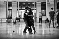 Tango ! (Mathieu HENON) Tags: leica m240 noctilux 50mm noirblanc blackwhite paris france danse tango 104