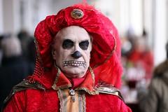 Venezianisches Maskenfest Hamburg 2017 (StellaMarisHH) Tags: europa deutschland hamburg innenstadt rathaus maske maskenfest karnevall fasching kopf portrait mann tod ende tot weis skelett canon canoneos5dmkii eos5dmkii 5dmkii 8518 85 85mm 18 photoscape