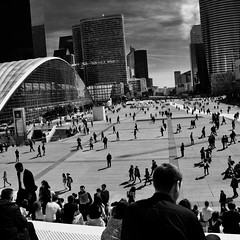 Parvis de La Défense (karlb86) Tags: rue 70d eos canon monochrome noiretblanc street défense paris