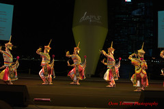 the colorful line (tomzcafe) Tags: nikon singapore esplanade dancefestival d90 norathammanitthaksinuniversity zoomnikon351353545