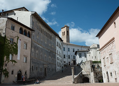 Via dell Arringo, Spoleto (Sorin Popovich) Tags: italy architecture photography walkway shade charming spoleto oldtown umbria pedestrianwalkway italianculture arringo europeanculture