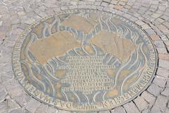 Gedenkplatte Bücherverbrennung   Book burning memorial (Frankfurt am Main) (fotoeins) Tags: travel warning canon germany deutschland eos europa europe frankfurtammain römerberg bookburningmemorial 6d ffm heinrichheine canonef24105mmf4lisusm roemerberg henrylee eos6d fotoeins henrylflee fotoeinscom gedenkplattebücherverbrennung