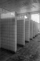 20140815-FD-flickr-0108.jpg (esbol) Tags: bad badewanne sink waschbecken bathtub dusche shower toilette toilet bathroom kloset keramik ceramics pissoir kloschüssel urinals