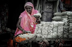 The gifts market (L▲iv ©) Tags: woman india nikon market pushkar streetfood rajasthan 2015 laivphoto
