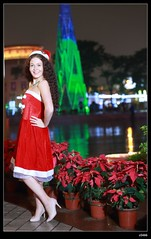 nEO_IMG_DP1U6673 (c0466art) Tags: christmas city light portrait reflection girl rain night canon garden photo big amazing colorful pretty view julia outdoor gorgeous event lamps charming russian celebrate decroration 1dx banchao c0466art