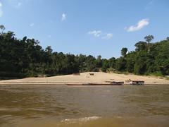 """Première journée de bateau sur le Mékong entre Houeisai et Pakbeng <a style=""""margin-left:10px; font-size:0.8em;"""" href=""""http://www.flickr.com/photos/127723101@N04/23864724185/"""" target=""""_blank"""">@flickr</a>"""