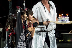 Crowd sing Happy Birthday to Babymetal's Su-metal as she gets Birthday Cake from Chad Smith, Babymetal and Red Hot Chili Peppers, O2 Arena, London, UK (rmk2112rmk) Tags: sumetal babymetal chadsmith babymetalssumetalgetsbirthdaycakefromchadsmith babymetalandredhotchilipeppers o2arena london uk moametal yuimetal chadmetal