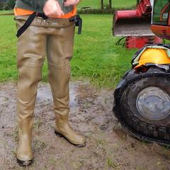 Chameau-oliv-Baustelle2836.B (Kanalgummi) Tags: sewer exploration rubber waders chestwaders wathose worker égoutier kanalarbeiter bomber jacket bomberjacke