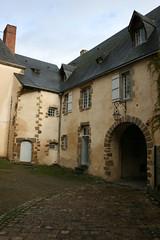 La ville d'Evron (Pays de Loire, Mayenne, France) (bobroy20) Tags: evron évron tourisme ville architecture mayenne maison bâtisse toiture patrimoine laval