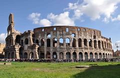 turisti al Colosseo. (LucaBertolotti) Tags: roma world italia italy people tourists turisti colosseo postcard cartolina colosseum amphitheatre anfiteatroflavio anfiteatro