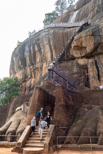 Sigiriya going up