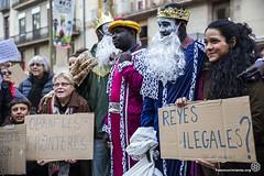2017_01_05_Acció manteros día de reyes_Bru Aguiló (2) (Fotomovimiento) Tags: fotomovimiento solidaritatmantera araiaquí sindicatopopulardevendedoresambulantes barcelona catalunya catalonia cataluña manifestación manifestació lasramblas reyesmagos racismo