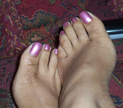 Kina 016 (J.Saenz) Tags: feet foot pies fetichismo podolatras pieds mujer woman dedo toe pedicure nail uña polish esmalte pintada toenail