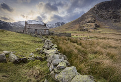 Bwthyn Cedryn Cottage (Ffotograffiaeth Dylan Arnold Photography) Tags: cottage house derelict abandoned ruin abode wales cymru outdoor cwmeigiau cedryn valley carneddau snow peaks summit slate mining quarry quarries wall drystonewall reeds grass peaceful still eerie clouds sky sunset rocks stones mountains winter shepherd home disused farmhouse homestead remote countryside rural boardedup dwelling quiet