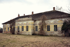 fading, but still persisting (LG_92) Tags: hungary abony architecture clasicism hungarian alföld 2017 winter february decay abandoned old house mansion kúria nikon dslr d3100