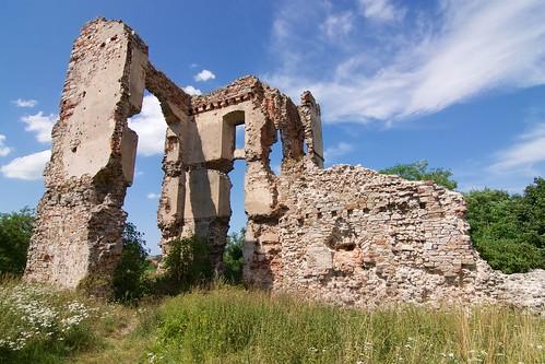 Ruiny skrzydła północnego zamku w Bodzentynie od południa