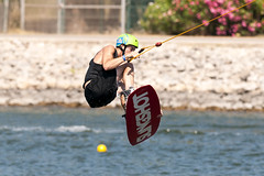 CFR7546 (Carlos F1) Tags: barcelona park summer water sport ro river canal jump spain agua nikon board transport cable 300mm verano deporte salto wakeboard channel tabla transporte kneeboard olimpic ocp castelldefels d300 fise wakeskate boardsports