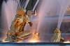 Encore très brillantes ces statues... (mamnic47 - Over 6 millions views.Thks!) Tags: eau perspective versailles soleilcouchant img1616 photodenuit latone jetsdeau versailleschateaudeversailles bassindelatone grandeseauxnocturnes effetsdelumières