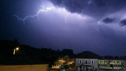 Another picture of the #storm in #cicero.  Otra foto de la #tormenta en cicero.  #nofilter #rayo # lightning