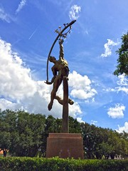 The Rocket Thrower (ArtFan70) Tags: sky sculpture usa art statue america naked nude flying orlando unitedstates florida south flight fl thesouth nudity delue donalddelue rocketthrower lochhavenpark therocketthrower lakeformosa
