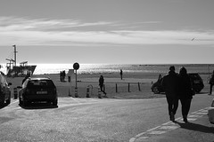 automatismos (pepe amestoy) Tags: blackandwhite streetphotography people elcampello spain fujifilm xe1 carl zeiss t planar 250 zm leica m mount
