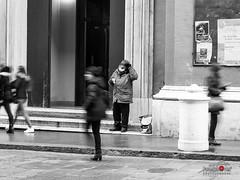 OLY06956 (improntediluce15) Tags: elemosina mosso passo passoindifferenzafretta povero poverta presenzaassenza