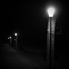 Clair obscur (Christoven) Tags: lampadaire nuit chemin eclairage public clair obscur