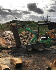 "Managed to get a couple of hours sorting the timber pile today with @wardensfencing the little Avant taking the strain away 💪 #wardenstreecare #logs #firewood <a style=""margin-left:10px; font-size:0.8em;"" href=""http://www.flickr.com/photos/137723818@N08/33053879842/"" target=""_blank"">@flickr</a>"