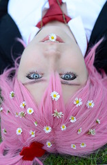 Gnseblmchen (Ben Gun) Tags: pink flowers portrait smile hair 50mm nikon cosplay outdoor f14 hamburg rosa wig gras amu gnseblmchen wallanlagen unschuld hinamori perrcke d7100 shugochara