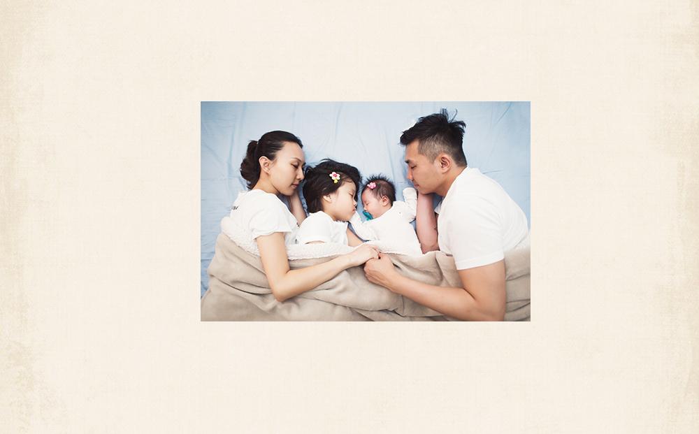 新生兒初生滿月寫真親子全家福寫真攝影親子成長拍照紀錄攝影師日系清新寫真風格