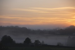 IMG_6262 (Furan.Sugo) Tags: mist france fog sunrise frankreich village nebel ngc martel sonnenaufgang brouillard brume aurore aube morgenstunde morgendmmerung lematin leverdusoleil heurematinale morninghour degrandmatin
