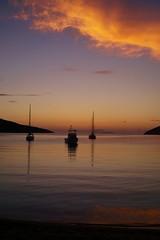 Amorgos - Katapola - la baie 6 (luco*) Tags: sunset sea sky mer de bay soleil boat coucher greece ciel bateau grèce cyclades amorgos baie kyklades hellada katapola flickraward flickraward5 flickrawardgallery