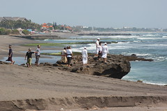 Plage de Seseh, Bali (GeckoZen) Tags: bali indonesia plage seseh crmation