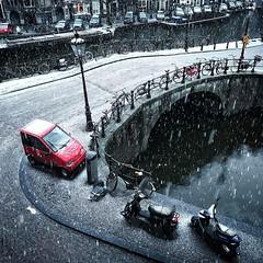Canta in de sneeuw #canta #amsterdam #instamsterdam #igersamsterdam #canal #prinsengracht #looiersgracht #brug103 #flickr #snow #winter #bridge #jordaan (stijn) Tags: canta looiersgracht jordaan winter snow canal brug103 amsterdam ifttt instagram
