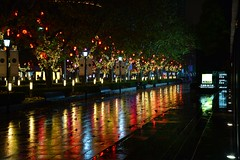 Shanghai - December Rain (cnmark) Tags: china shanghai jingan district nanjing west road nacht nachtaufnahme noche nuit notte noite night light rain rainy reflection reflections nikon flagship store 中国 上海 静安区 南京西路 下雨 ©allrightsreserved